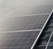 Satsar på solceller